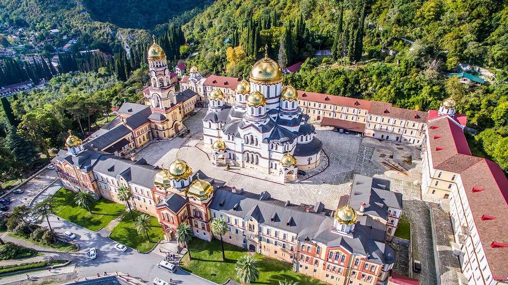 Автобусный тур с выездом из Крыма «Сочи + Абхазия»